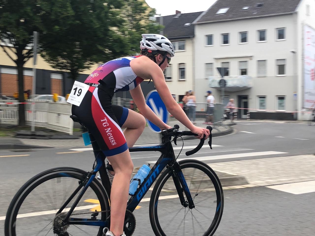 Franziska finisht erste beim Siegburg Sprint