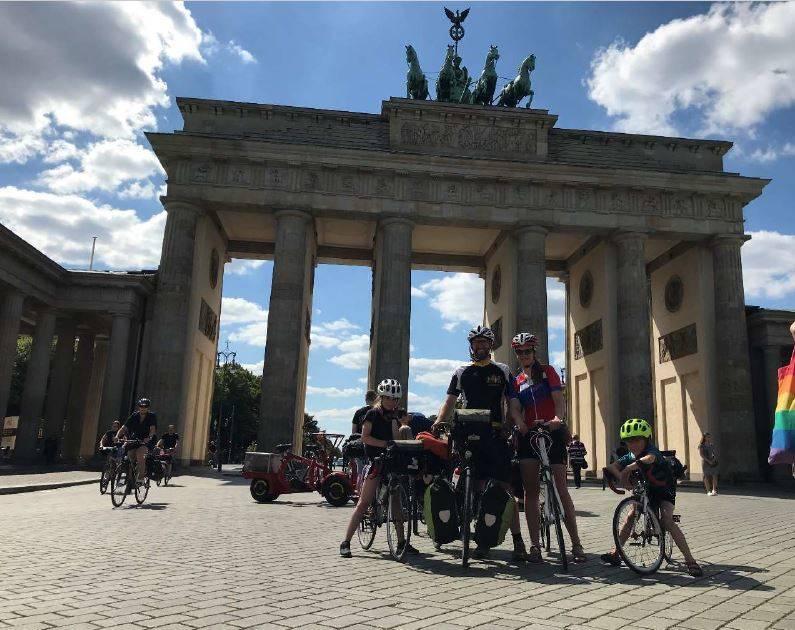 Familie Zühlke radelt 26 Tage Neuss – Hamburg – Berlin und zurück