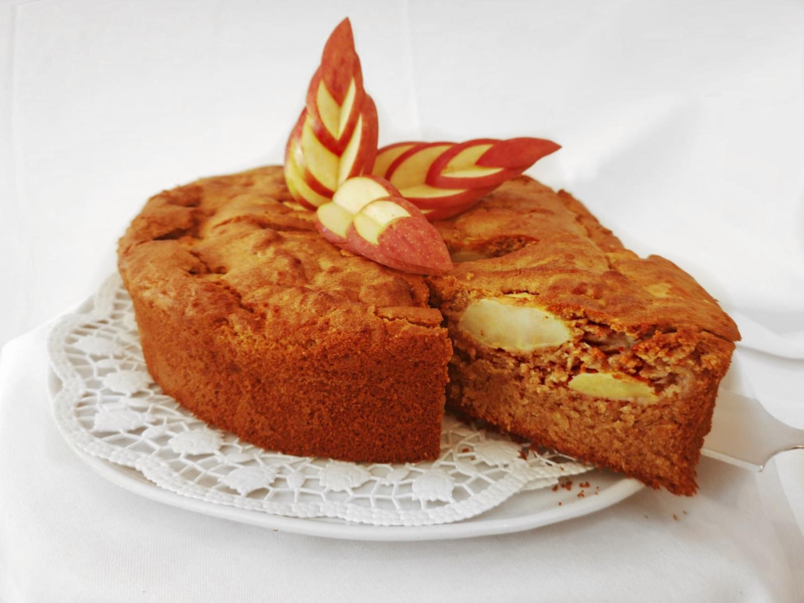 Dinkel-Honigkuchen mit Äpfeln