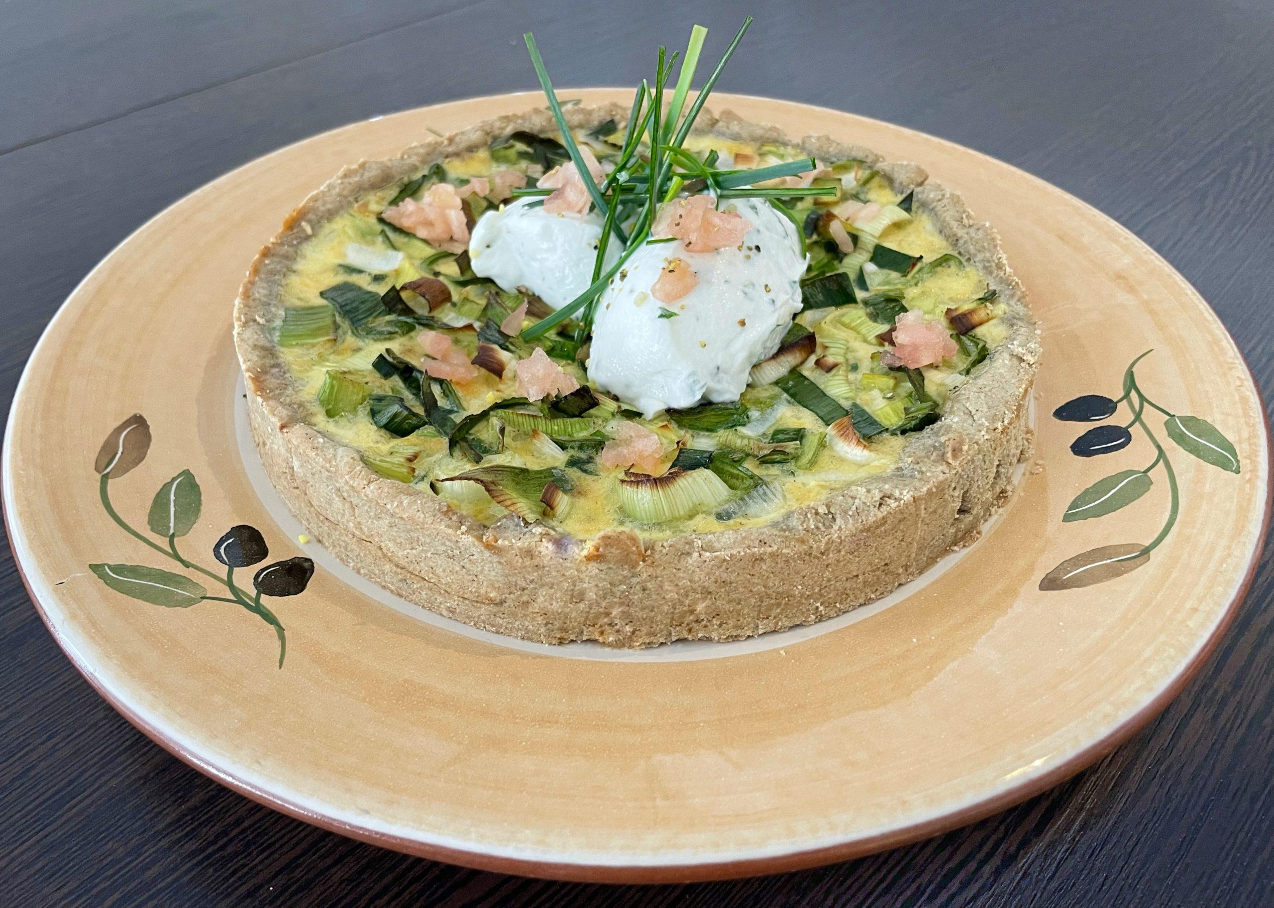 vegetarische Lauch-Quiche mit Zitronensauerrahm
