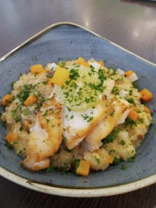 Read more about the article Rotbarschfilet an Quinoa-Gemüse Risotto
