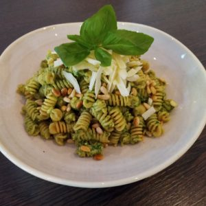 Read more about the article Kichererbsen Fusilli mit Basilikum Pesto